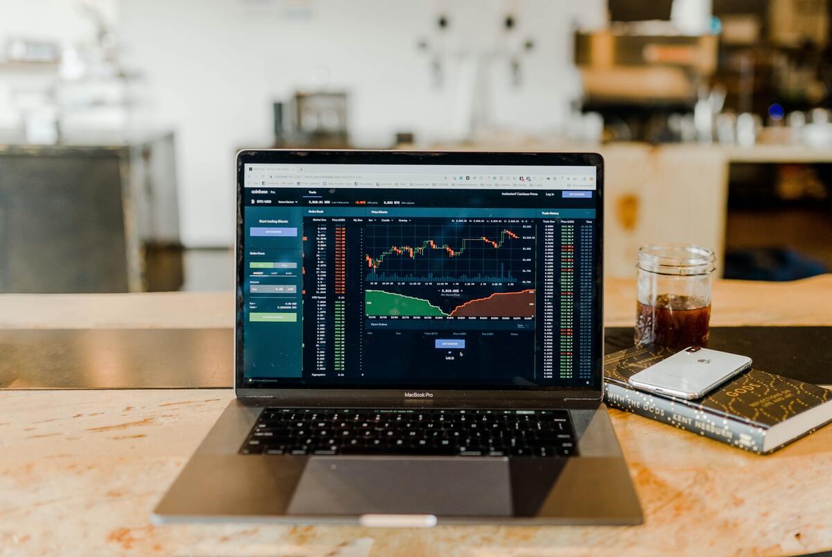 株式投資初心者は投資をするならiDeCoと積立NISAでインデックス投資