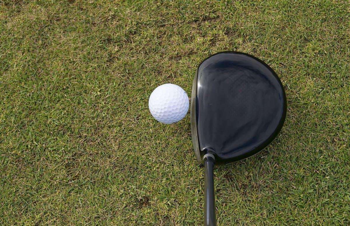【ゴルフ初心者のドライバーが当たらない】理由は基本を学んでいないせい