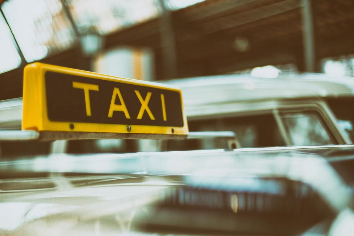 ロボタクシーとはいったい?日本の現状を解説【タクシー運転手必見】
